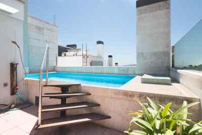 Потрясающий таунхаус с бассейном и великолепными видами в Барселоне